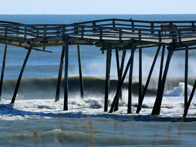 New avon pier fishing cam fishtrack com for Nc surf fishing calendar