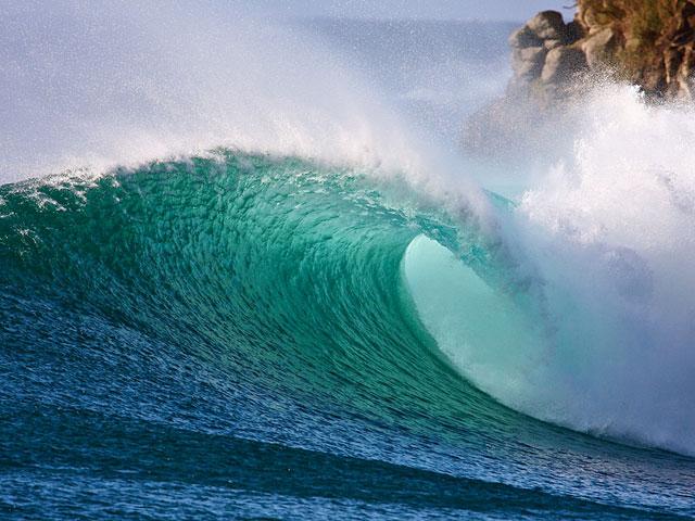 HONOLUA BAY DEFENSELESS? | SURFLINE COM