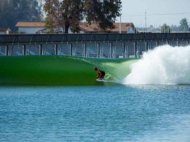 Surfea la piscina de kelly por 10 d lares surfline com for Piscina wave
