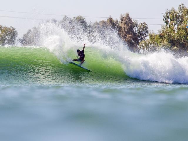 Resultado de imagem para foto piscina de ondas the surf ranch